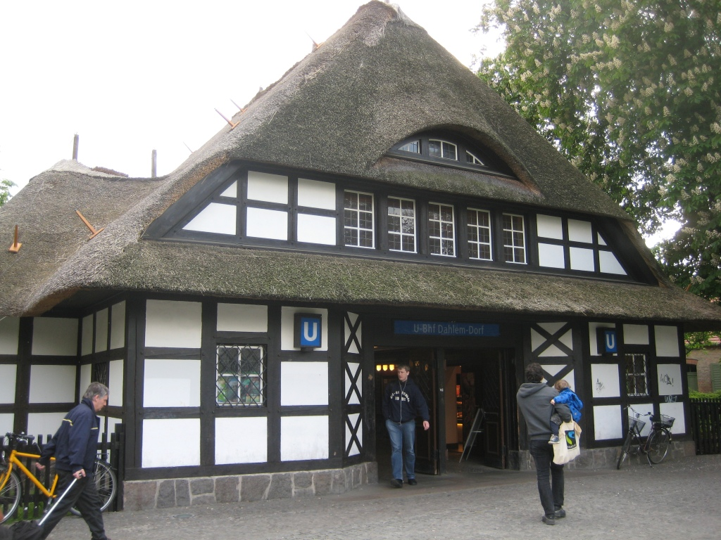 common reed thatched roof at u-bahn station